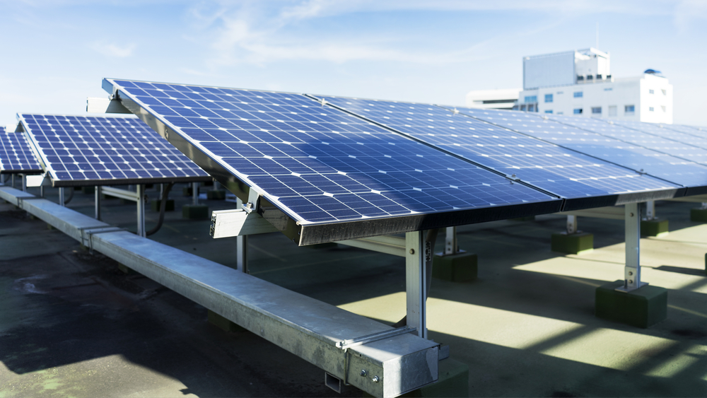 If you have a goal to reduce carbon emissions for your commercial building, solar can help.